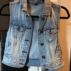 American eagle XS Jean vest. Like new condition.